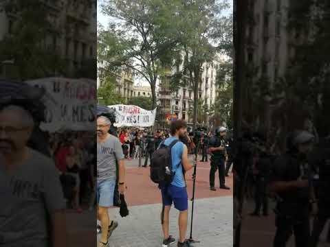 Tensión en la manifestación por la unidad de España en Barcelona