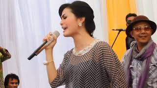 Download Mp3 Iis Dahlia - Cinta Bukanlah Kapal   Live Kerawang Om Mahaswara