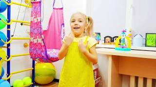 Алиса Учит цвета / история про платья и наряды для девочек