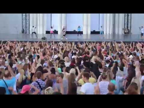 Танцевальный флэшмоб на Дне Танца фестиваля Вдохновение ВДНХ