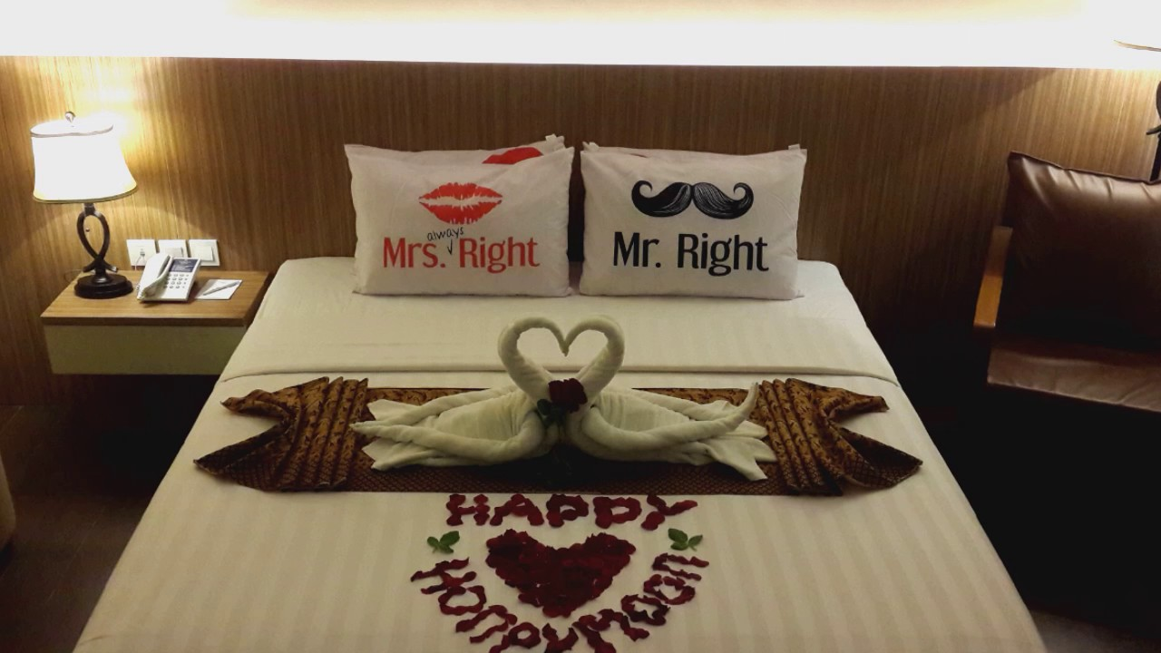 Simple Honeymoon Bed Decoration