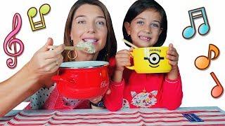 Детская Песенка про Кашу/Мама готовит на завтрак кашу для Эмилюши