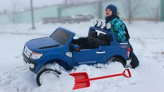 Tema ride on Power Wheels cars but car Stuck in the Snow