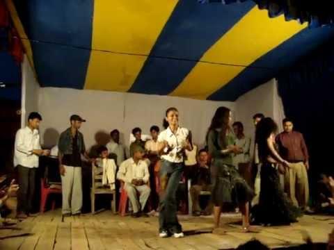 Tani Sa jeans Dhila kara Live in...