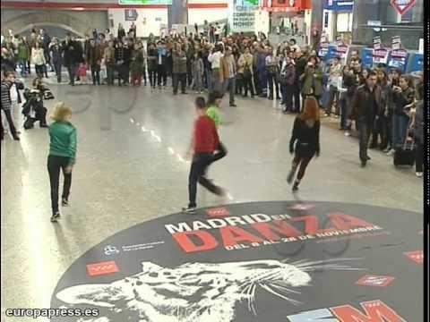 'Flashmob' de baile en el metro de Madrid
