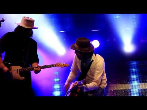 Micky And The Motorcars   So Far Away mp4 2