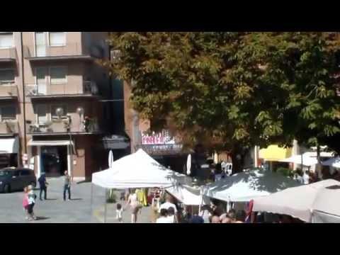 """CASTELNUOVO MONTI  """"mercato ventoso stamattina """""""