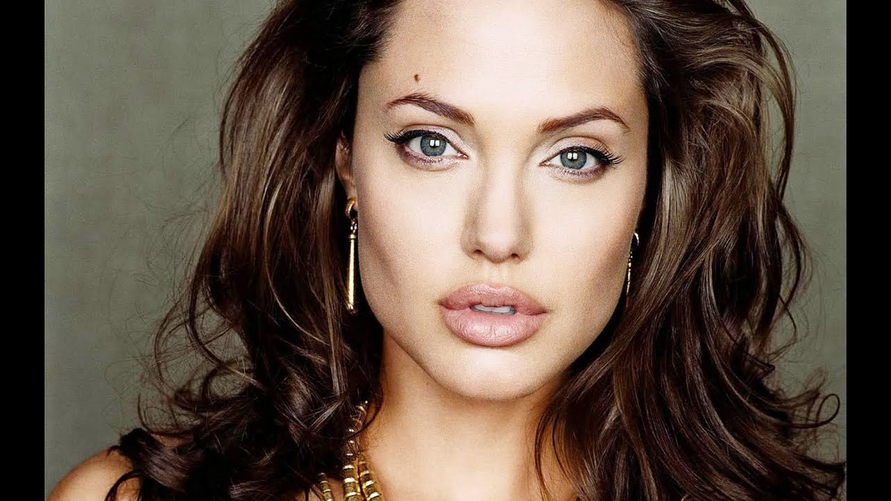 Speed Drawing Angelina Jolie