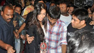 Repeat youtube video Dhanush Protects Sonam Kapoor From Crowd