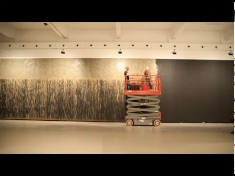 "Time-lapse - ""Muddy Water Wall"", 2016 de RICHARD LONG"