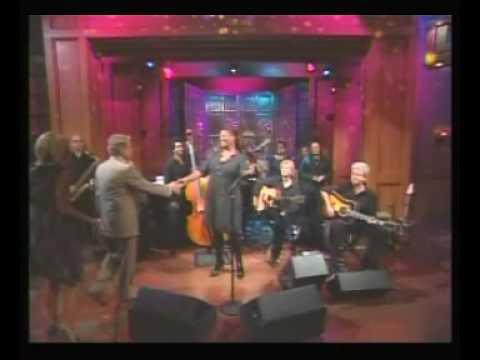 Poetry Man - Queen Latifah (Live)