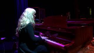 Loreena McKennitt - The Bonny Swans (Live on eTown)