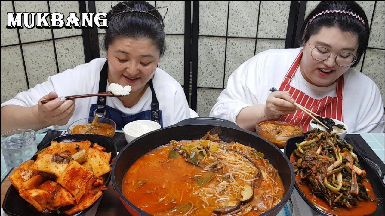 [리얼 먹방]얼큰한 육계장에 파김치와 깍두기 먹방. Spicy Beef Soup eating showㅣユッケジャンㅣcanh thịt bòㅣkorean mukbang