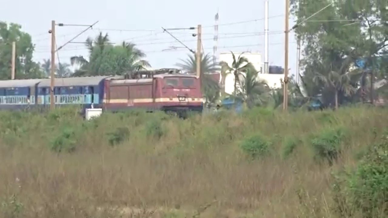 On the border of Gujarat and Maharashtra...19216 SAURASHTRA EXPRESS towards  Mumbai - YouTube