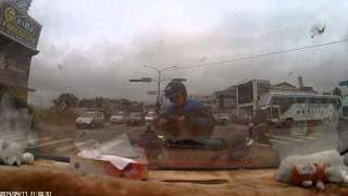 宜蘭闖紅燈車禍