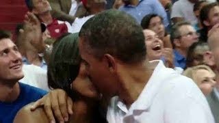 Video OBAMA KISS MICHELLE - Behind the Scenes with President Obama e Team USA Basketball download MP3, 3GP, MP4, WEBM, AVI, FLV Juni 2018