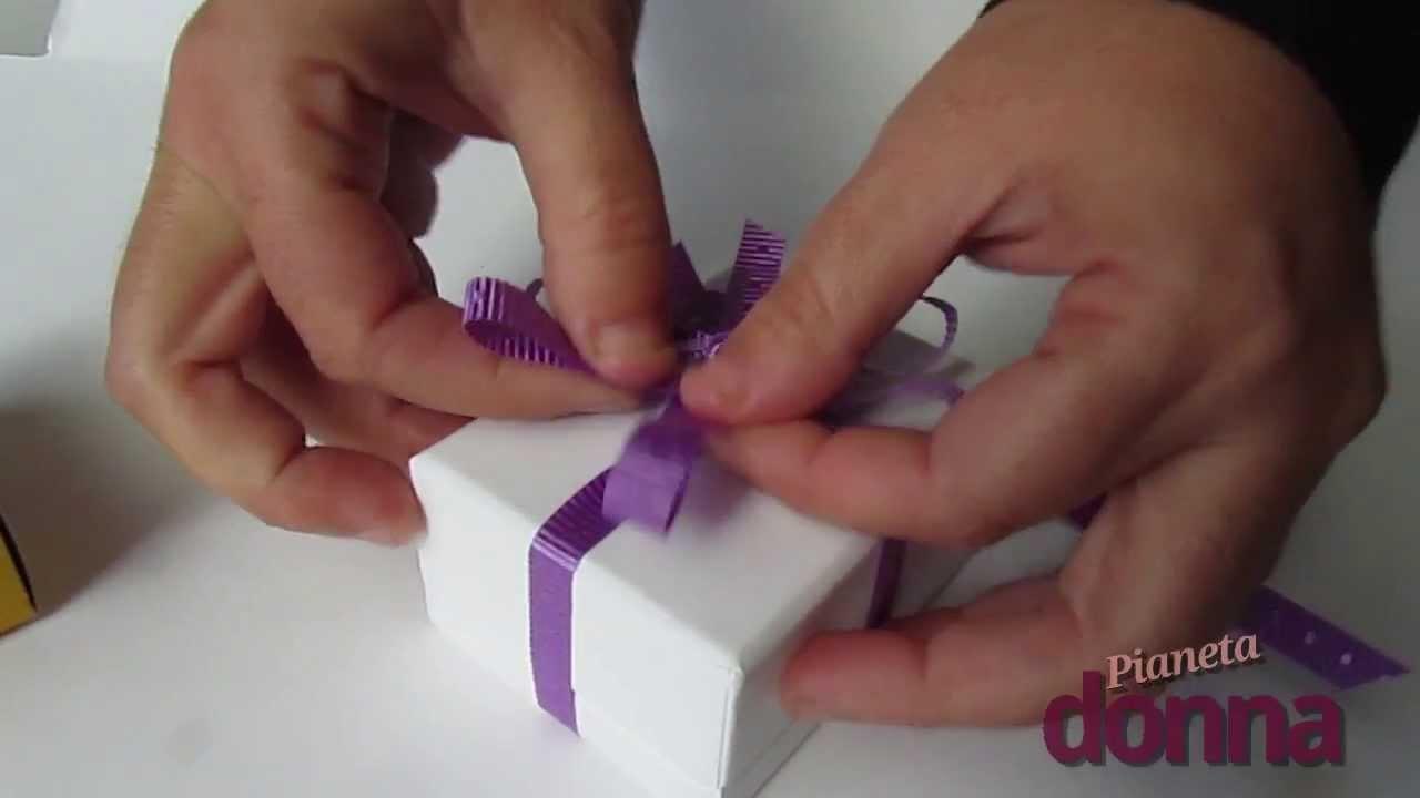 Très Fiocco per un pacco regalo: il video tutorial per realizzarlo  VX79