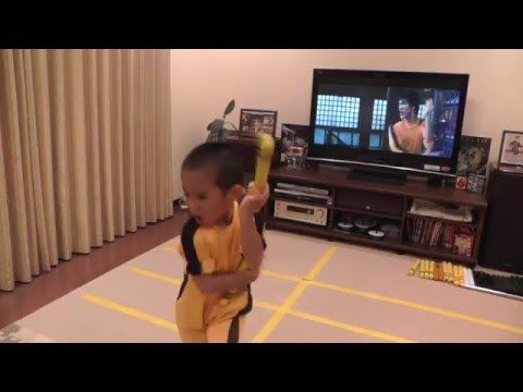 Ryusei perfom Bruce Lee's Game Of Death Nunchaku scene (complete version)
