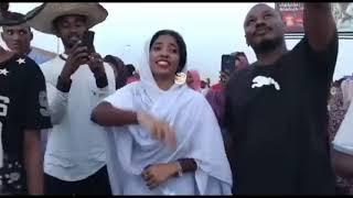 آلاء صلاح من هي؟تمثال الحرية السودانية، الثورة السودانية، ممكن تكون جائزة نوبل للسلام من نصيبها