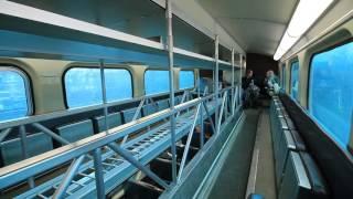 シカゴの通勤鉄道、メトラの2階建て客車の車内風景です。 2階席の中央部...