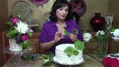 Wedding Cake With Fresh Flowers / Cake Decorating