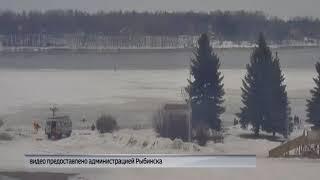 В Рыбинске спасатели вытащили из ледяной воды мужчину и его собаку