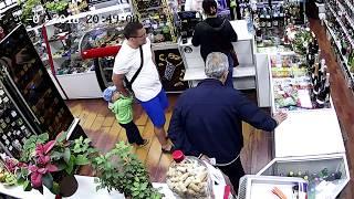 Работа карманника в магазине