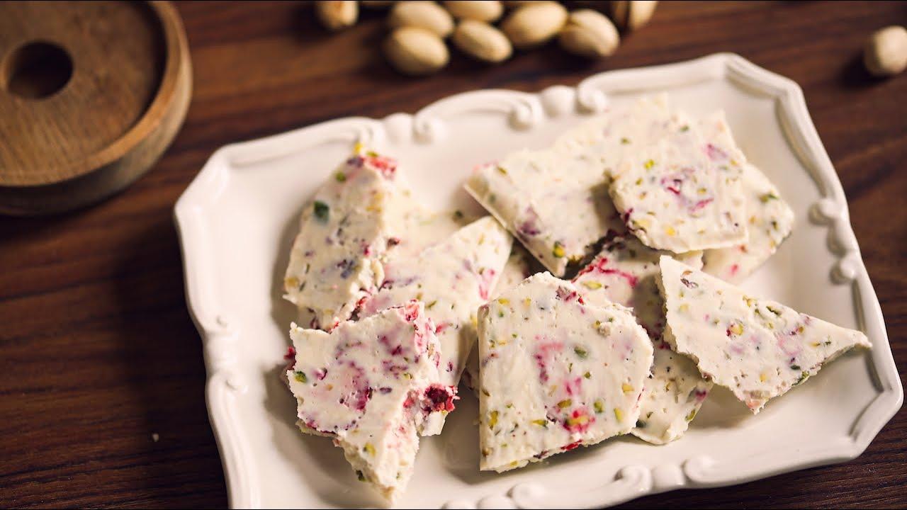 Easy Homemade Frozen Yogurt Bark | 自製冰凍酸奶片