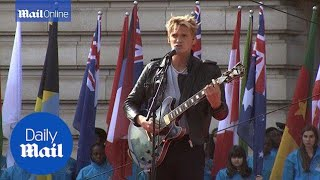 Cody Simpson performs for the Queen at Buckingham Palace - Daily Mail