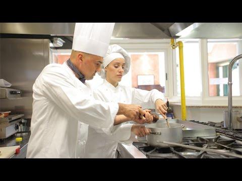 Clique e veja o vídeo Curso Treinamento de Manipuladores de Alimentos