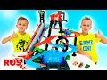 Влад и Никита играют с игрушечными машинками   Город Hot Wheels