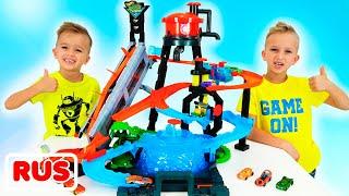 Влад и Никита играют с игрушечными машинками | Город Hot Wheels