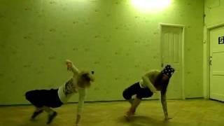 Танцевальная лихорадка: Твой Выход! Лиля и Рита. Hip-Hop!)(Вот ссылка для голосования=)) http://dance.disney.ru/view/113676/ Если понравилось - голосуем! Спасибо=), 2012-02-19T18:05:06.000Z)