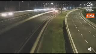 Terremoto a Roma, le telecamere dell'A24 riprendono il momento della scossa