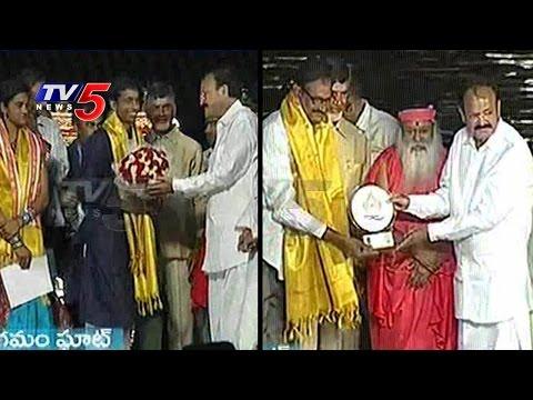 Chandrababu & Venkaiah Naidu Felicitates Gopichand, Kidambi Srikanth & PV Sindhu Parents   TV5 News