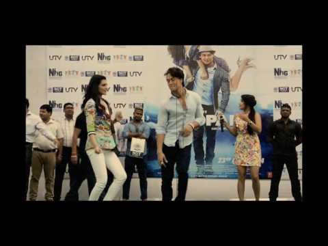 Tiger Shroff & Kirti Sanon dance on mere naal tu whistle baja