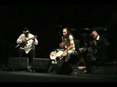 Ella es - The Bongo Project Trio