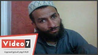 مأساة أسرة كفيف بالمنيا .. باع شقته لشقيقه لعلاج أبناءه