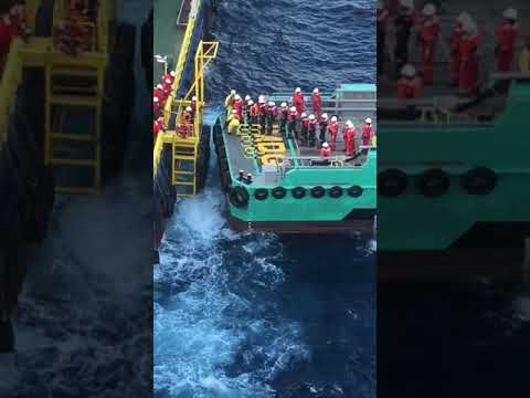 Offshore crew transfer from boat during bad weather