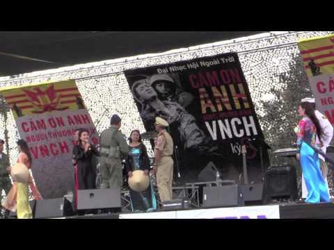 Dai Nhac Hoi Cam On Anh ky 8 Bong Co May (Truc Phuong) Thien Trang Huy Sinh Tinh Linh (Y Van)