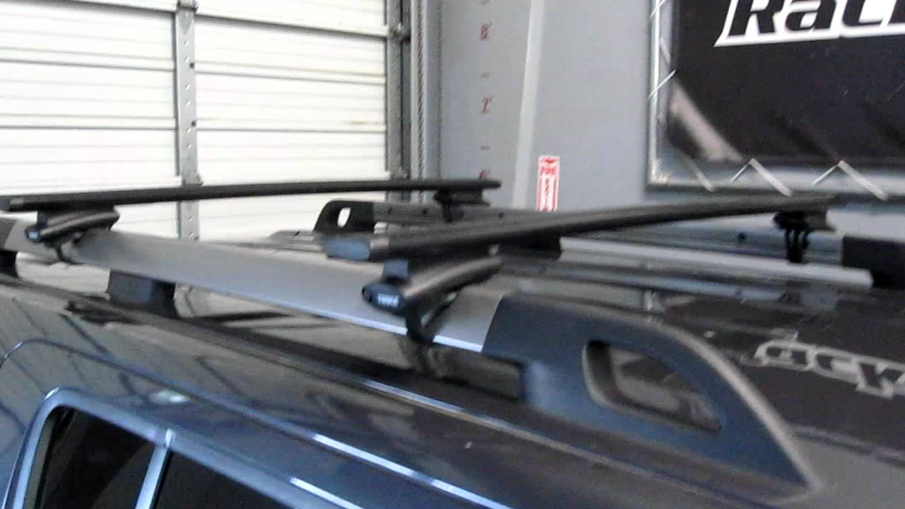 Nissan Pathfinder with Thule 450R Crossroad AeroBlade Base