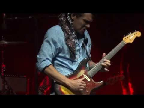 John Mayer in Argentina Slow dancing in a burning Luna Park