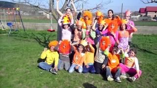 Kids vieren koniginnendag in romania-gilau