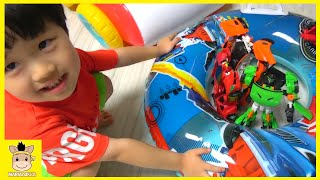 Hello carbot & hello Kitty Lifeguard boat float with kids song and dance | MariAndKids Toys