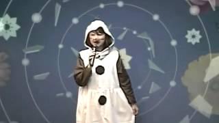オラフの衣装で、雪だるまつくろうを歌いました.