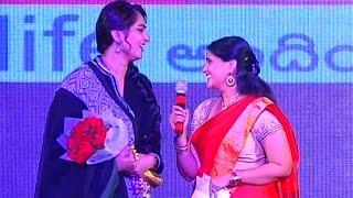 Anchor Bhargavi Ask Kiss to Anushka at Rudramadevi Audio Launch