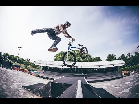 HOW TO OPPOSITE TAILWHIP ON BMX With Mark Webb
