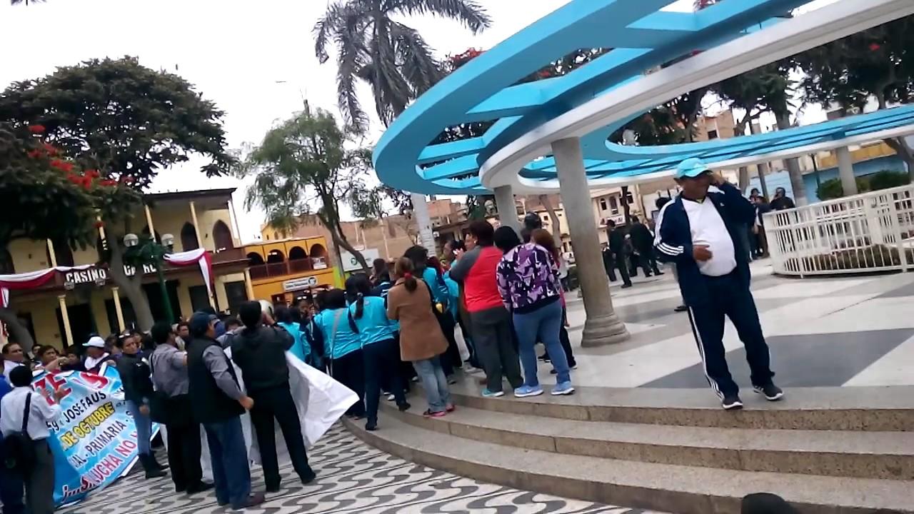Resultado de imagen para maestros en huelga en huacho
