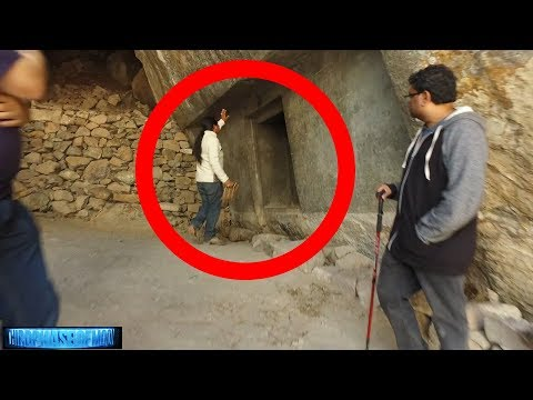 Hidden Doorway! Ancient Technology Lost? Peru! 9/22/17