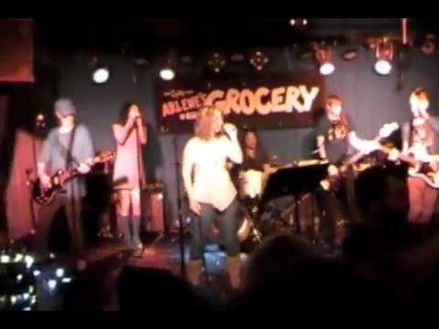 Ji Jillian Singing Welcome To The Jungle (GunsNRoses) Arlene's NYC June 10 2013